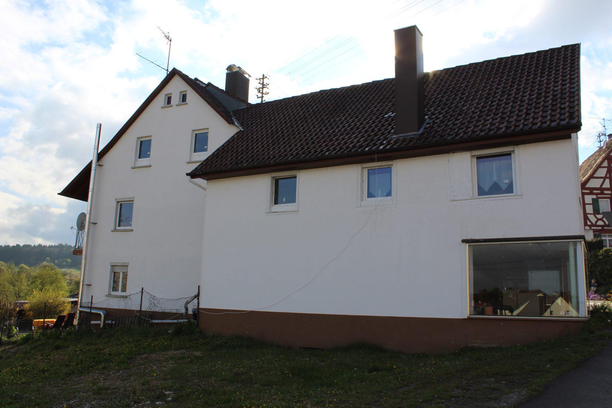1-2 Familienhaus mit Garten und Garage in Oberschwandorf